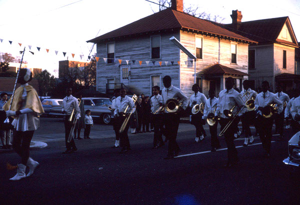 homecoming-parade2.jpg 600×411 67K